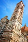 Campanile för Klocka torn av domkyrkan Santa Maria del Fiore Duomo, i Florence, Tuscany Italien Royaltyfri Foto