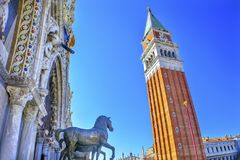 Campanile van de het Teken` s Basiliek van Heilige van Torenpaarden Piazza Venetië Italië Royalty-vrije Stock Foto