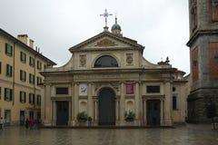 Campanilla около собора Варезе, Италии стоковое изображение rf