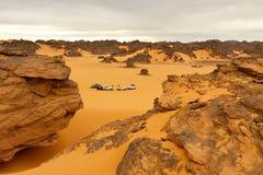 Campant dans le désert - montagnes d'Akakus, le Sahara Photographie stock