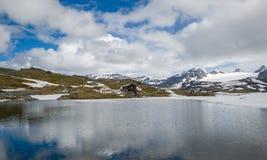 Campant sur le lac à la route 55, la Norvège Image libre de droits
