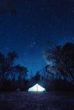 Campat under stjärnorna Arkivbilder