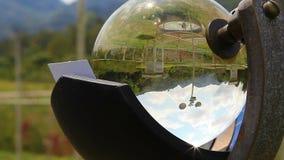 Campbell-fyller på med bränsle registreringsapparaten, den ljusa mäta utrustningen för solen stock video