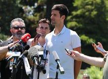 2019 campeão aberto australiano Novak Djokovic da Sérvia durante a conferência de imprensa após sua vitória em jardins botânicos  imagens de stock royalty free