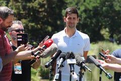 2019 campeão aberto australiano Novak Djokovic da Sérvia durante a conferência de imprensa após sua vitória em jardins botânicos  foto de stock