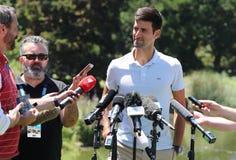 2019 campeão aberto australiano Novak Djokovic da Sérvia durante a conferência de imprensa após sua vitória em jardins botânicos  imagens de stock