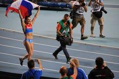 Campeão E Isinbayeva que corre com bandeira do russo Imagens de Stock Royalty Free