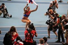 Campeão E Isinbayeva que salta com bandeira do russo Fotografia de Stock