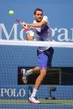 Campeão Marin Cilic do grand slam da Croácia na ação durante seu fósforo do círculo 4 no US Open 2015 no centro nacional do tênis Imagem de Stock Royalty Free