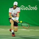 Campeão olímpico Andy Murray de Grâ Bretanha na ação durante fósforo do círculo dos dobros do ` s dos homens o primeiro do Rio 20 Imagem de Stock Royalty Free