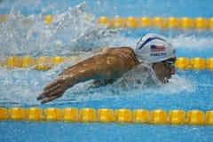 Campeão olímpico Michael Phelps do Estados Unidos que nada a borboleta dos 200m dos homens no Rio 2016 Jogos Olímpicos Foto de Stock Royalty Free