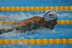 Campeão olímpico Michael Phelps do Estados Unidos que nada a borboleta dos 200m dos homens no Rio 2016 Jogos Olímpicos Fotos de Stock Royalty Free