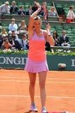 Campeão Petra Kvitova do grand slam de duas vezes na ação durante seu segundo fósforo do círculo em Roland Garros 2015 Imagem de Stock Royalty Free