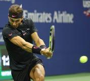 Campeão Rafael Nadal do grand slam da Espanha na ação durante seu do US Open fósforo 2017 de semifinal imagem de stock