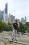 Campeão Rafael Nadal do US Open 2013 que levanta com o troféu do US Open no Central Park Foto de Stock