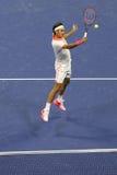 Campeão Roger Federer do grand slam de dezessete vezes de Suíça na ação durante o final do ` s dos homens do US Open 2015 Imagem de Stock