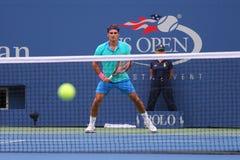 Campeão Roger Federer do grand slam de dezessete vezes durante o fósforo de semifinal no US Open 2014 Fotografia de Stock Royalty Free