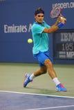 Campeão Roger Federer do grand slam de dezessete vezes durante o terceiro fósforo do círculo no US Open 2014 Foto de Stock