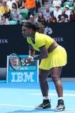 Campeão Serena Williams do grand slam de vinte um vezes na ação durante seu fósforo de quartos de final no australiano abre o fin Fotografia de Stock