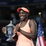 Campeão Sloane Stephens do US Open 2017 do Estados Unidos que levanta com o troféu do US Open durante a apresentação do troféu ap Foto de Stock