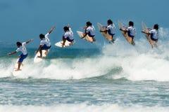 Campeão surfando aéreo do homem Fotografia de Stock