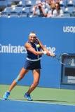 Campeão Victoria Azarenka do grand slam de duas vezes de Bielorrússia durante o segundo fósforo do círculo no US Open 2014 Fotografia de Stock Royalty Free