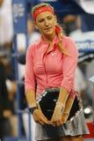 Campeón del Grand Slam de dos veces y finalista 2013 del US Open Victoria Azarenka durante la presentación del trofeo Fotografía de archivo libre de regalías