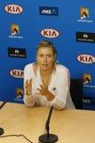 Campeón Maria Sharapova del Grand Slam de cinco veces de Rusia durante rueda de prensa después del partido redondo 4 en Abierto d Imágenes de archivo libres de regalías