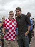 Campeón Marin Cilic del US Open 2014 con la fan de tenis croata en el top de la plataforma de observación de la roca en el centro Foto de archivo libre de regalías