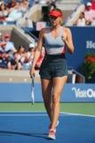 Campeón Mariya Sharapova del Grand Slam de cinco veces durante tercero partido de la ronda en el US Open 2014 contra Caroline Woz Fotografía de archivo libre de regalías