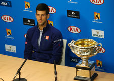 Campeón Novak Djokovic del Grand Slam de once veces durante rueda de prensa después de la victoria en Abierto de Australia 2016 fotos de archivo