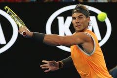 Campeón Rafael Nadal de Grand Slam de diecisiete veces de España en la acción durante su partido de semifinal en Abierto de Austr fotografía de archivo
