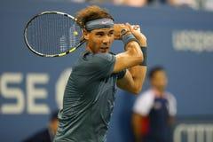 Campeón Rafael Nadal del Grand Slam de doce veces durante el segundo partido de la ronda en el US Open 2013 Imágenes de archivo libres de regalías
