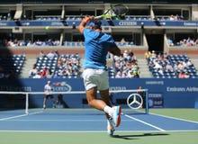 Campeón Rafael Nadal del Grand Slam de España en la acción durante partido de la ronda del US Open 2016 primero Fotos de archivo
