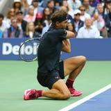 Campeón Rafael Nadal del Grand Slam de España en la acción durante su partido final 2017 del US Open Imagenes de archivo