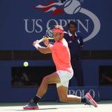 Campeón Rafael Nadal del Grand Slam de España en la acción durante su partido redondo 4 del US Open 2017 Fotografía de archivo libre de regalías
