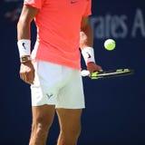 Campeón Rafael Nadal del Grand Slam de España en la acción durante su partido redondo 4 del US Open 2017 Imágenes de archivo libres de regalías