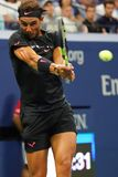 Campeón Rafael Nadal del Grand Slam de España en la acción durante su partido redondo 2 del US Open 2017 Imagen de archivo libre de regalías