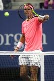 Campeón Rafael Nadal del Grand Slam de España en la acción durante su partido de la ronda del US Open 2017 primero Fotografía de archivo
