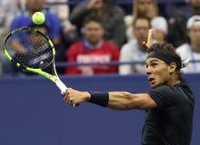 Campeón Rafael Nadal del Grand Slam de España en la acción durante su partido 2017 de semifinal del US Open Imagenes de archivo