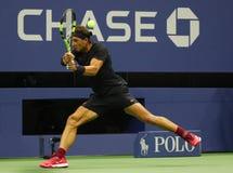 Campeón Rafael Nadal del Grand Slam de España en la acción durante su segundo partido de la ronda del US Open 2017 Imágenes de archivo libres de regalías