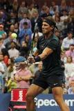Campeón Rafael Nadal del Grand Slam de España en la acción durante su segundo partido de la ronda del US Open 2017 Imagenes de archivo