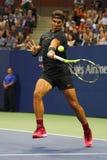 Campeón Rafael Nadal del Grand Slam de España en la acción durante su segundo partido de la ronda del US Open 2017 Fotos de archivo libres de regalías