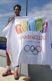 Campeón Rafael Nadal del Grand Slam de trece veces que sostiene Madrid bandera olímpica de 2020 veranos Imágenes de archivo libres de regalías
