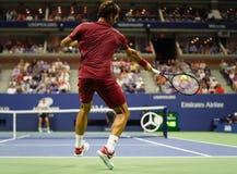 campeón Roger Federer de 20-time Grand Slam de Suiza en la acción durante la ronda 2018 del US Open del partido 16 imágenes de archivo libres de regalías