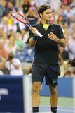Campeón Roger Federer del Grand Slam de diecisiete veces durante partido del cuarto de final en el US Open 2014 Imagenes de archivo