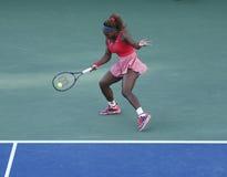 Campeón Serena Williams del Grand Slam de diecisiete veces durante su partido final en el US Open 2013 contra Victoria Azarenka Fotografía de archivo