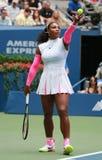 Campeón Serena Williams del Grand Slam de Estados Unidos en la acción durante su partido redondo tres en el US Open 2016 Fotografía de archivo libre de regalías