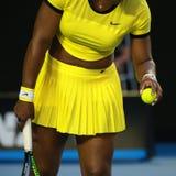 Campeón Serena Williams del Grand Slam de veinte un veces lleva el uniforme de encargo de Nike durante su partido final en Abiert imagen de archivo libre de regalías