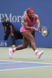 Campeón Serena Williams del Grand Slam durante cuarto partido de la ronda en el US Open 2014 Imagen de archivo libre de regalías